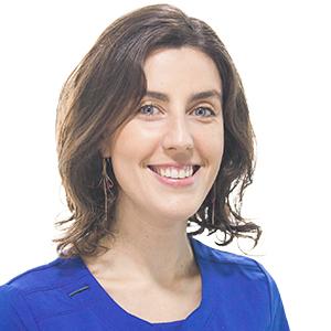 Dr. Andrea Maturana Ramírez